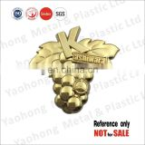 Promotional gift custom made zinc alloy die casting 3D car lapel pin badge in shiny gold