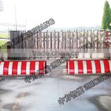 Hydraulic parking blocker road tarffic barrier removable road crowd control barricades for sale