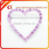 Heart-shaped hollow ourt diamond badge pins