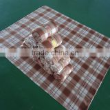 Queen size belly band rolled pack blanket printed check plaid polar fleece whip stitch cheap wholesale blankets