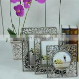 Wholesale metal mini photo frames antique silver plating flower hollow out style metal photo frame expert