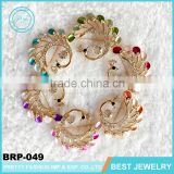 Cheap wholesale korea gold metal crystal swan colorful feathers brooch for woman dift
