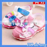 HOGIFT hot selling baby girls sandal with cartoon doll and light kids barefoot sandal child wear