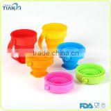 2015 New Design Heat Resistance FDA/LFGB Approved Folding Silicone Cup with Plastic Handle