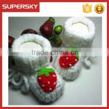 V-124 Extra warm crochet newborn baby shoe with strawberry soft indoor knitted todder slippers shoe