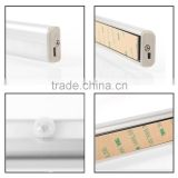 Aluminum shell rigid battery powered wall mounted led cabinet light with rechargeable battery
