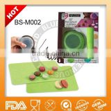 Wholesale 2-piece silicone macaron decorating set with double side baking sheet BS-M002