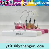 YY0457 high quality clips hair extension hangers with logo for shop wigs hanger