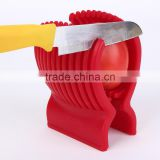 Cut the tomato slices of tomato salad for artifact tomato fruit vegetable slicer creative kitchen slicer