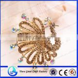 Wholesale fashion rhinestone crystal brooch pin the peacock brooch Zinc alloy plating gold crystal yellow peacock brooch
