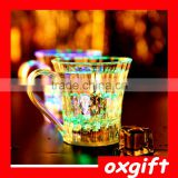 Oxgift Environmeantal plastic material led flashing cup handle drinking cups for bars parties