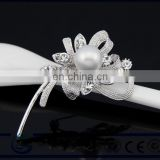 Fashion appearance clear rhinestone crystal silver plated bridal bouquet that artificial diamond and pearl brooches