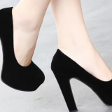 C4In the spring of 2018, there will be a wedge heel and a black shallow-cut women\'s shoes.