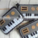2017 new hotsell wholesale fashion key ring music instrument shape design polyester mini craft felt piano keychain made in China