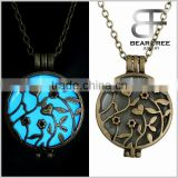 Pernalized Retro Jewelry Glow in the Dark Round Locket with Flower & Heart Pattern Pendant Necklace