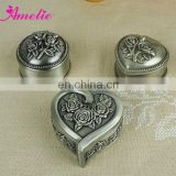 A2127S Ancient Round Heart With Engrave Metal Jewelry Box