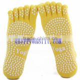 cheap factory wholesale Dancing free toe no-skid balance pilates no toe socks happy feet grip floor socks bamboo yoga socks