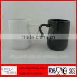 2014 new arrival white and black color ceramic coffee mugs with handle
