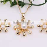 New Fashion Costume Jewellry Flower Shaped Gold Faux Pearl Necklace Earrings Wedding Jewelry Set