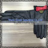 2016 Fashion Wholesale Women's Superior Chrome Leather Gloves with Studs