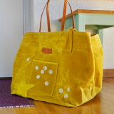 waxed canva shoulder bag in summer on beach