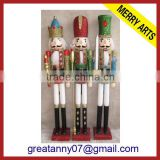 Zhejiang Factory wholesale outdoor large decorative wooden nutcrackers with height fur hat