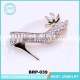 Latest design brooch pin gold metal rhinestonehigh-heeled shoes brooches