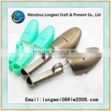 shoetree for man & lady's sizes/manual adjustment shoe tree/plastic shoe stretcher