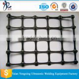 Reinforcing retaining wall/biaxial plastic geogrid