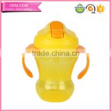 Colorful Cute Designed Plastic Baby Drinking Bottle with Handle Sippy Cup with Straw