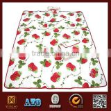 With Strawberries Printing Portable Waterproof Outdoor Fleece Picnic Polar Fleece Blanket