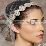 Brides with diamond hair band The bride headdress The bride hair hoop sell like hot cakes