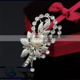 Wholesale fashion new crystal brooch Pearl brooch pin inlaid wedding rhinestone brooch pin