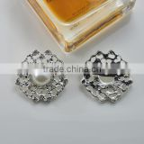 (M0456) 34mm rhinestone metal brooch with pin at back,pearl bead in middle,pure white pearl, silver plating
