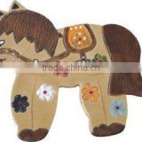 New design polyresin 2D cartoon horse decoration