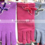 Imitate wool winter gloves with bow