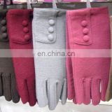 Felt wool winter gloves with 3 buttons