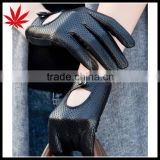 Lady leather sheepskin gloves in Europe and the locomotive warm warm authentic hollow out short glove