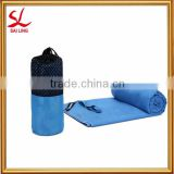 China Factory 100% Microfiber Sports Travel Bath Towels for Camping and Hiking with Carrying Mesh Bag