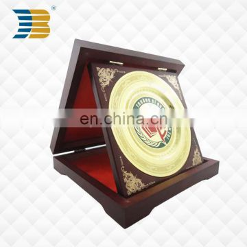 high quality promotional metal plate with wood box custom logo souvenir plate