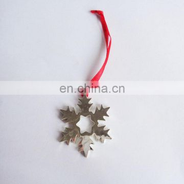 2017 silver charms snowflakes shaped metal pendant for Christmas New year decoration