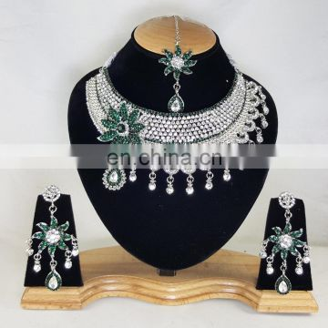 Much More Heart Beated Green Stone Silver Plated Necklace Earrings Set