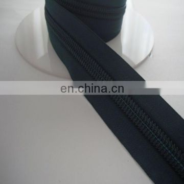 2014 High quality nylon roll zipper made in China