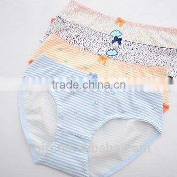 High quality Young Girls ute underwear students cotton cartoon briefs pants