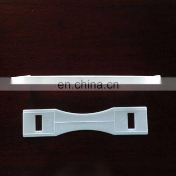 Heavy carton packing handle