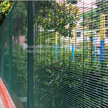 Decorative green vinyl coated welded wire mesh 358 fencing home security fence