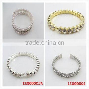 Fashion design diamond open end cuff bracelet with heart
