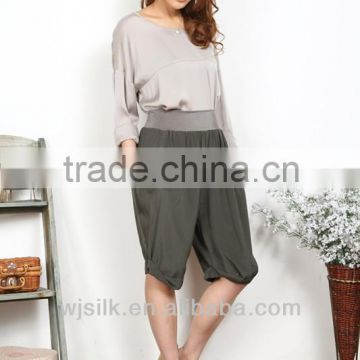 Ladies silk pant with rolled hem detail