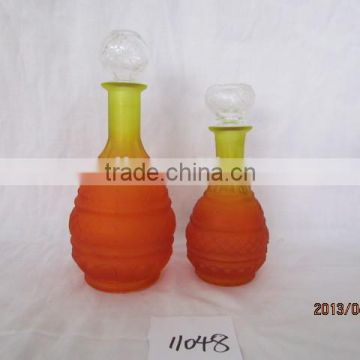 spayed round glass wine decanter