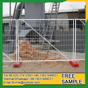 Temporary swimming pool fence easily assembled